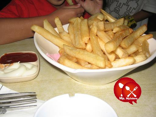 restoran kunang-kunang french fries