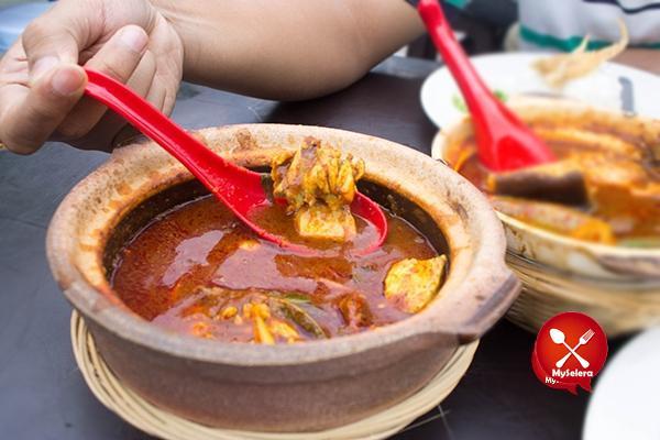 Asam pedas ayam claypot kaw kaw di Restoran bisik bisik shah alam