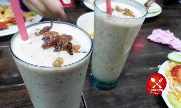 Air Capucinno dan kismis di Restoran Nasi Arab Al Edrus Kuala Terengganu
