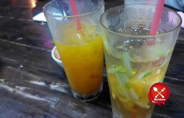 Jus Manggo dan Soda di Nasi Mandi Restoran Nasi Arab Al Edrus Kuala Terengganu