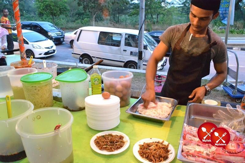 Char Kuey Toew di Buffet Ramadhan D'Kampung Cafe, Anggerik Mall