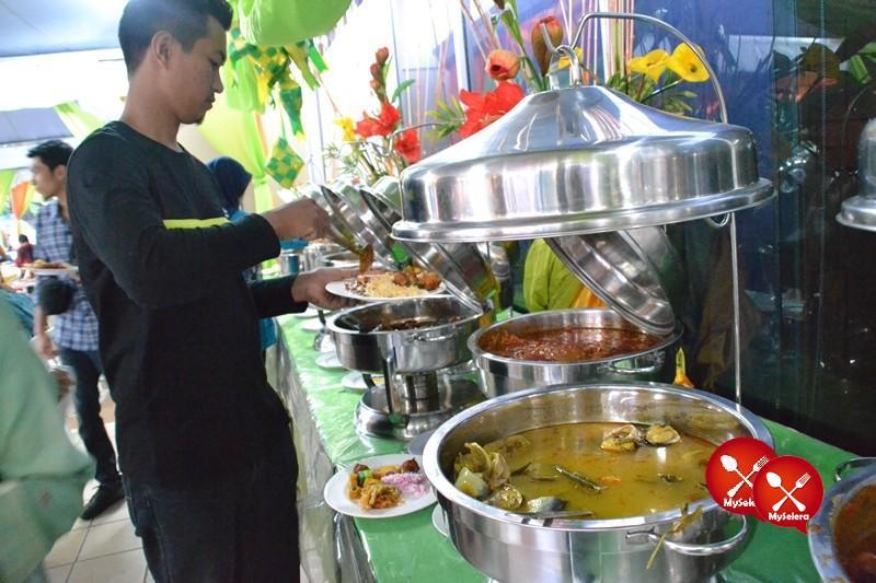 Hidangan ala kampung di Buffet Ramadhan D'Kampung Cafe, Anggerik Mall